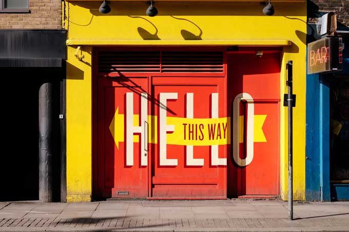 signage in visual content marketing strategy